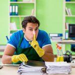 Eine Hygienekraft stiehlt Dokumente, es droht die Verdachtskündigung