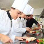 Eine Frau als Köchin, ist ein Quereinstieg oder eine Umschulung ratsam?