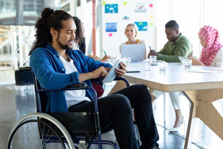 Ein Mensch mit Schwerbehinderung, bei ihm gibt es fast eine Unkündbarkeit