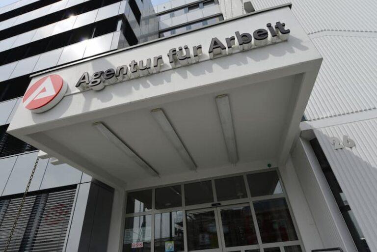 Ein Gebäude der Bundesagentur für Arbeit, hier gibt es finanzielle Unterstützung, wenn man arbeitslos geworden ist