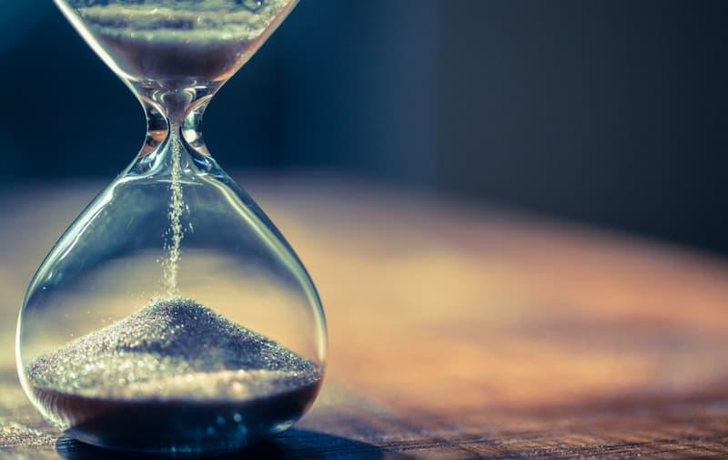 Eine Sanduhr als Symbolbild für Geduld