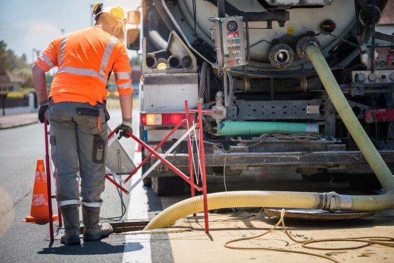 Ein Mitarbeiter der Kanalreinigung, er erhält eine Schmutzzulage